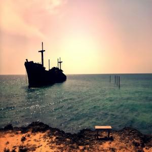 عکس باقی مانده کشتی یونانی کیش