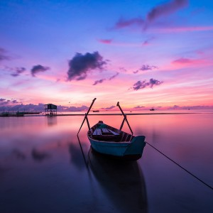 عکس قایق ماهی گیری بر روی دریا