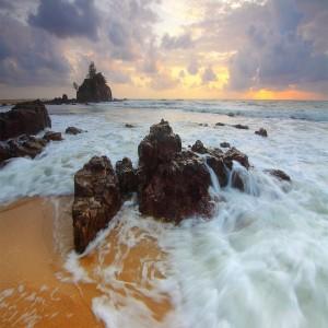 عکس سخره و آب دریا وعروب آفتاب