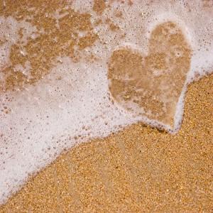عکس قلب روی ماشه و دریا